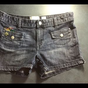 Old Navy size 12 shorts has embroidery